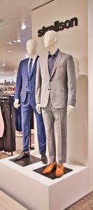 Schaufensterpuppen mit Anzügen