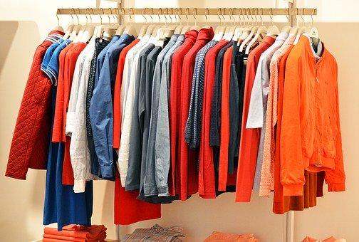 Kleidung auf Stange_Foto: Pixabay