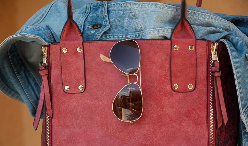 Tasche Sonnenbrille Jeansjacke